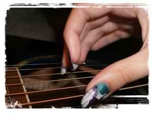 guitare-ongles-longs-1.jpg